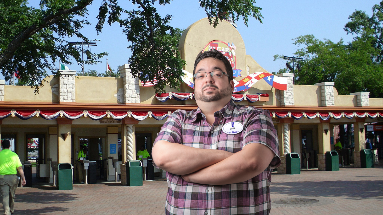 Six Flags employee pretends he's a Disney cast member |