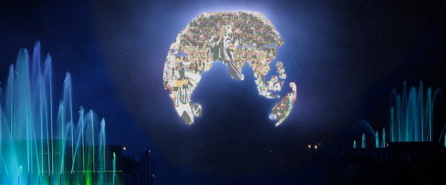 Illuminations video globe shows the big game. Photo by Benjamin D. Esham / Wikimedia Commons [CC BY-SA 3.0 us (https://creativecommons.org/licenses/by-sa/3.0/us/deed.en)], modified.