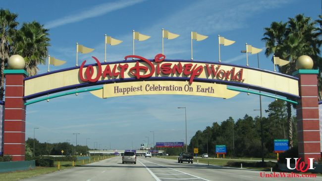 One of many entrances to the Walt Disney World property. By Flickr user Gerard McGovern [CC BY-SA 2.0] via Wikimedia Commons