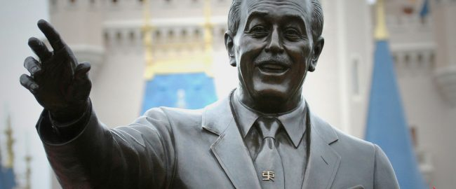 Walt Disney as depicted in the Partners Statue, vaguely gesturing with multiple fingers. Photo by David [CC BY 2.0] via Flikr.
