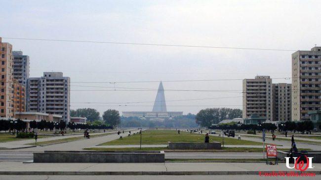 Pyongyang Park. Photo by Kristoferb [CC BY-SA 3.0], via Wikimedia Commons