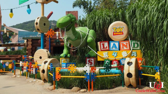 Toy Story Land in Hong Kong, which is also being shipped to Florida. Photo by Laika ac [CC BY-SA 2.0] via Wikimedia Commons.