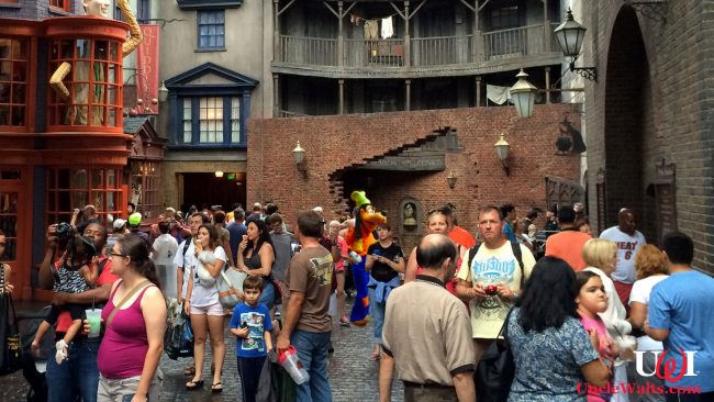 Goofy is spotted at the Wizarding World of Harry Potter. Photo by Jared [CC BY 2.0] via Flickr, modified.