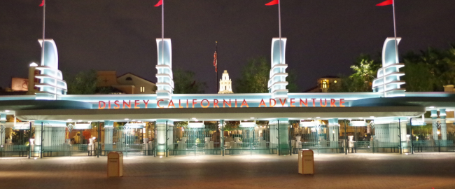 The entrance to California Adventure Park. Photo by Patrick Pelletier [CC BY-SA 4.0] via Wikimedia Commons