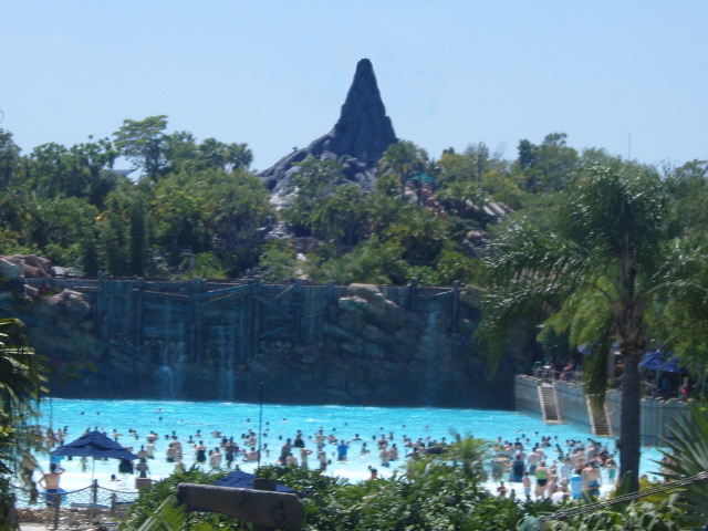 Mount Mayday at Typhoon Lagoon, minus Miss Tilly. Photo by By JZ85 [CC BY-SA 3.0] via Wikimedia Commons.