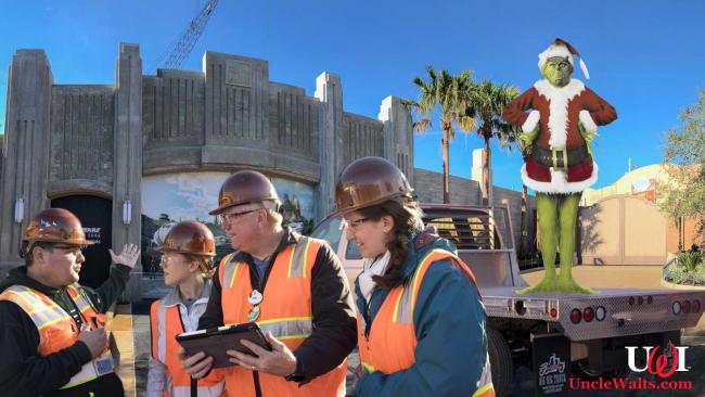 Animatronic Grinch arrives at Disneyland's Star Wars: Galaxy's Edge.