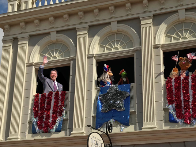 President Ronald Reagan joins the Muppets. Photo by Jedi94 [CC BY-SA 4.0] via Wikimedia Commons.