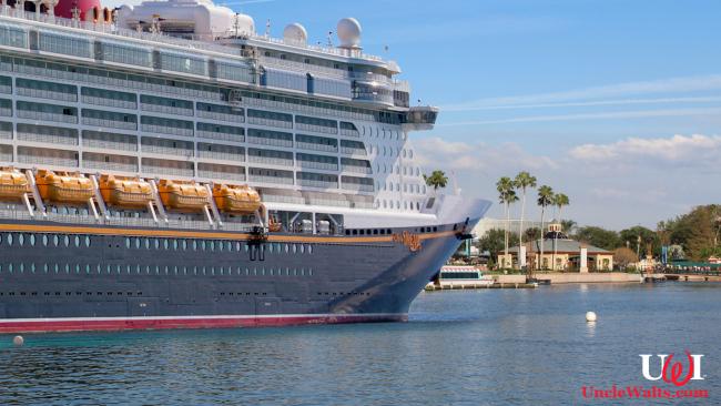 The Disney Dream anchored at Epcot. Photo courtesy Depositphotos & Theme Park Tourist [CC BY 2.0] via Wikimedia Commons.