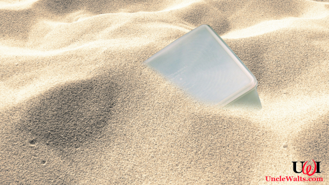 The famous Dead Sea Tupperware. Photo [CC0] via publicdomainpictures.net.