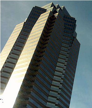 The original Nakatomi Plaza, before it blew up. Photo by Mattes [CC BY-SA 3.0] via Wikimedia Commons.