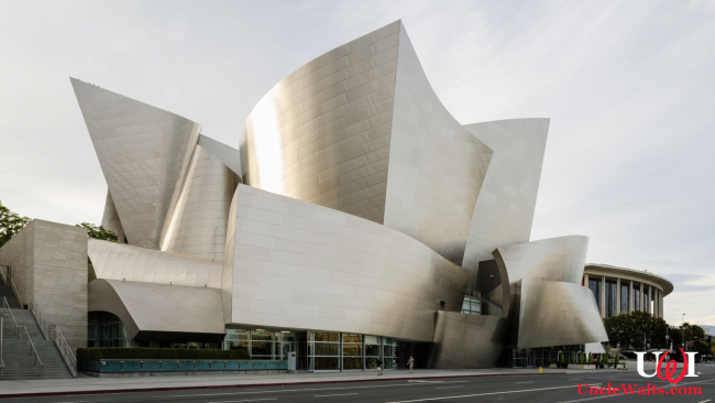 The Walt Disney Concert Hall, Plan B. Photo by Tuxyso [CC BY-SA 3.0] via Wikimedia Commons.
