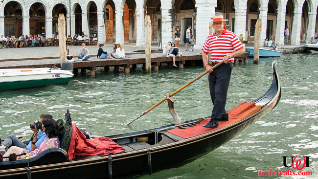 Definitely not a Skyliner gondolier. Photo by Peter K Burian [CC BY-SA 4.0] via Wikipedia.