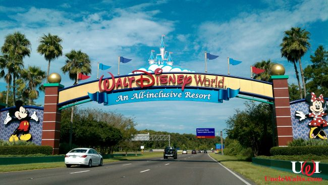 WDW new flat-fee entrance arch. Photo by Jrobertiko [CC BY-SA 3.0] via Wikimedia.